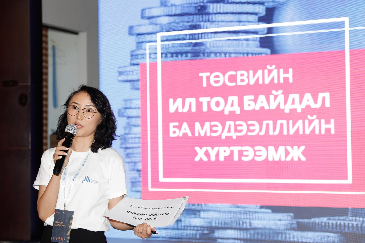 InAsia_Mongolia_YouthSummit_FemaleSciencePresenter