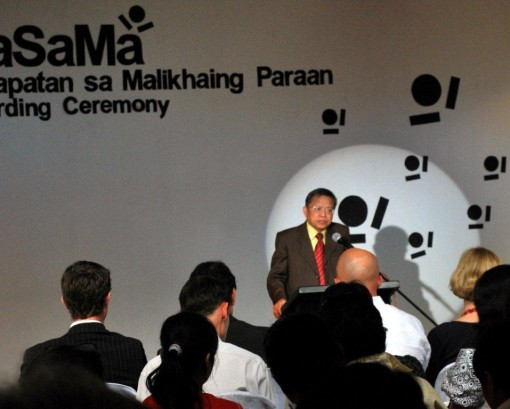Guest of honor at the KaSaMa awards ceremony Supreme Court Chief Justice Reynato S. Puno delivers the keynote address.