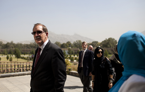 Asia Foundation President David Arnold visits Kabul University.