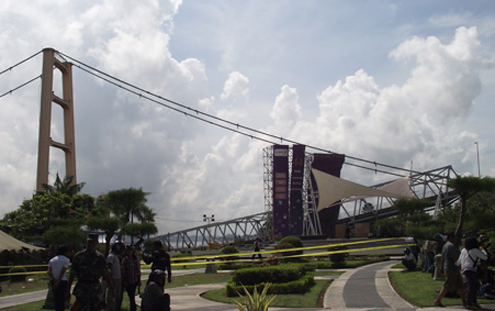 Kutai Kertanegara bridge collapse