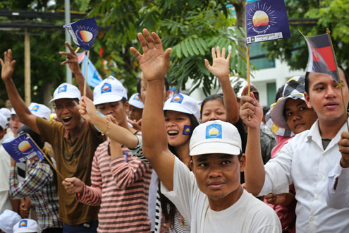 Cambodians participate in election campaigning