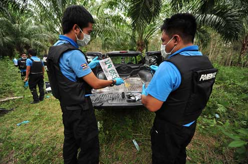 Since the resumption of the conflict in 2004, bomb attacks, assassinations, revenge killings, and other acts of violence committed on both sides of the conflict have claimed nearly 6,000 lives and injured over 9,500 people. Here, forensic police investigate a crime scene. Photo/Atist Pawakarakun