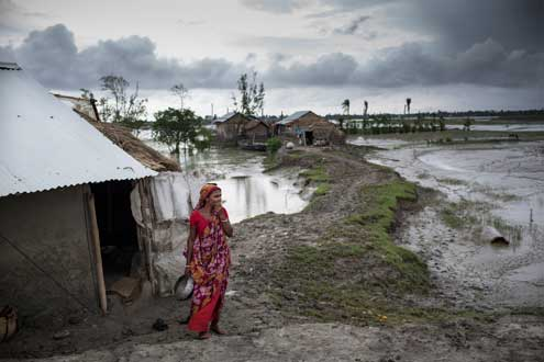 In South and Southeast Asia, 250 million poor rural people live in the low-lying river megadeltas such as this southern region in Bangladesh. Photo/Conor Ashleigh