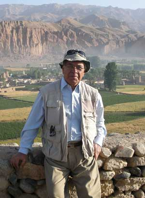 Professor Tarzi with a backdrop of the Bamiyan cliff.