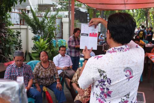 Indonesia's civil society  played a significant role in promoting the integrity of the 2014 presidential election and served a vital role in overseeing the performance of the election organizers to ensure an honest, fair, and transparent election.