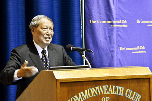 Economist Cheng Siwei addressing the Commonwealth Club in San Francisco, 2011. Photo/Oliver Petzold