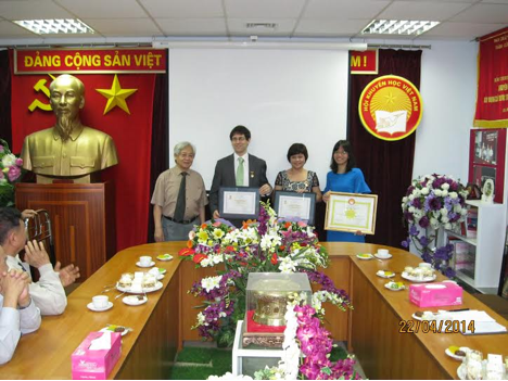Foundation staff members received medals and certificate of merit from VAEP presented by Prof. Dr. Pham Tat Dong, Vice President and General Secretary of VAEP on April 22, 2014 in Hanoi.